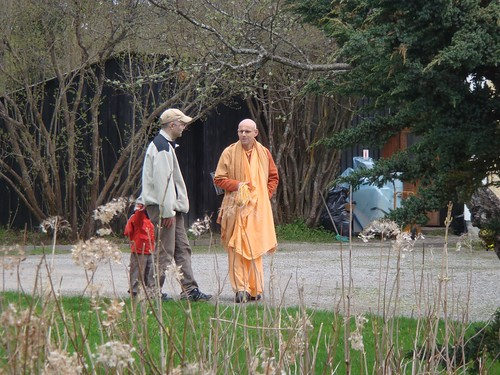 Kadamba Kanana Swami Korsnas Gard and at Ugrasena's 14th May 2010  -0053 por ISKCON desire tree.