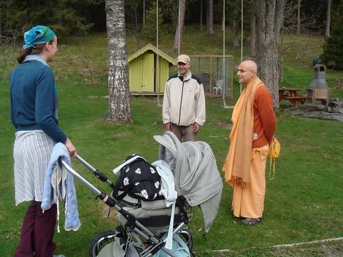 Kadamba Kanana Swami Korsnas Gard and at Ugrasena's 14th May 2010  -0109 por ISKCON desire tree.