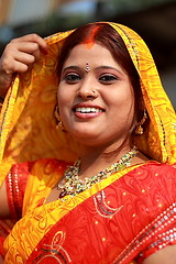 faces of chhath (Samir D) Tags: red people india colors beautiful smile face look festival portraits canon eos 50mm asia dof veil 18 hinduism kolkata 2009 bangla ganges westbengal sharee chhath sindur 40d babughat canon40d ghatsofkolkata samird colorsofchhath