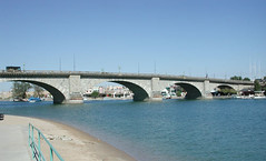 London_Bridge,_Lake_Havasu,_Arizona,_2003
