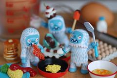 Kiss the Chefs (Grana Padano!) Tags: toys gamago rement yeti qee teddyhelpsout