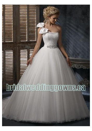 tulle-one-shoulder-with-simple-ball-gown-skirt-in-elegant-beading-decoration-on-waistline-2011-wholesale-cheap-wedding-dress-wm-0310