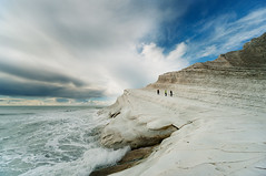 Scala Dei turchi II (Philipp Klinger Photography) Tags: trip travel italien blue light shadow sea vacation sky people italy cloud sun white holiday storm nature water rock clouds stairs landscape person mar grande chalk nikon rocks meer europa europe mediterranean italia mare waves shine angle bright horizon natur wide wave wideangle spray formation foam punta layer sca