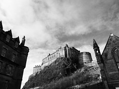 the rock (vfrgk) Tags: edinburgh castle architecture rock scotland blackandwhite monochrome bw lookingup iconic landmark cloudscape cloudporn cloudysky lowpov