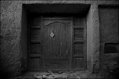inside the casbah (laheringer) Tags: door blackandwhite northafrica worldheritagesite morocco maghreb casbah fortress ksar aitbenhaddou maghrib  canon24105mmlens