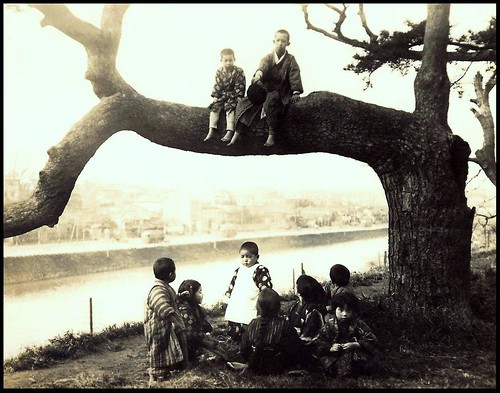KIDS DAY OFF -- Out on a Limb in OLD JAPAN