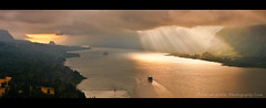 Beacon Rock Sunrise (Darren White Photography) Tags: light oregon sunrise washington pacificnorthwest sunrays columbiagorge capehorn panoramicview beaconrock strangecolor darrenwhite