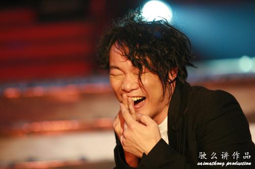 陳奕迅被陸永撞到嘴巴