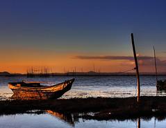 banca sa pililia (Bosso Baron) Tags: sunset seascape water reflections boat philippines bamboo laguna fishpens pililia baklad