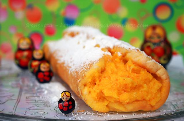 foto rotolo di pan di spagna con arance