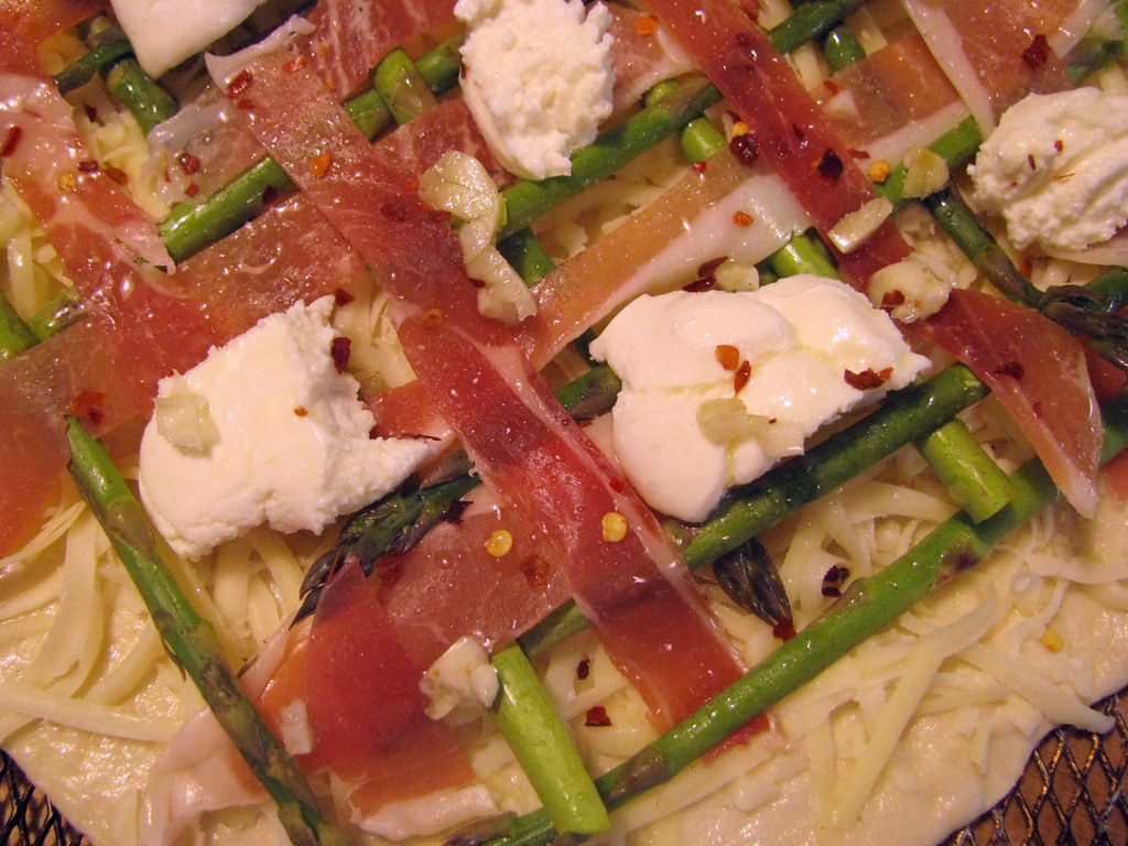 asparagus prosciutto pizza _ before