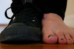 20100306.feets.7546 (jdaisy) Tags: sanfrancisco black feet foot shoe toes converse 03062010