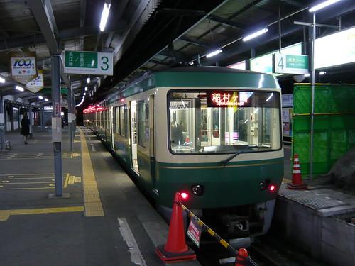 江ノ電2002F+502F稲村ヶ崎行き最終電車@鎌倉