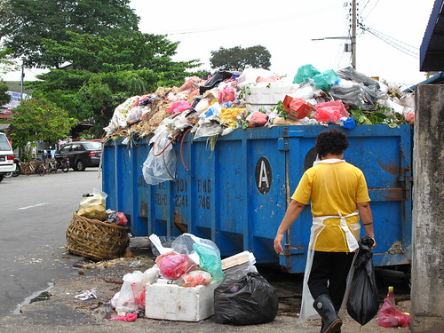 IMG_4411 堆积的垃圾