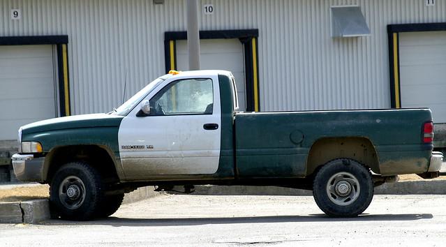 truck 4x4 pickup dodge ram 1500 v8 2500 halfton ©allrightsreserved