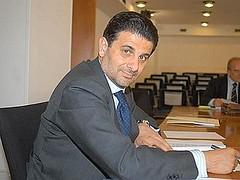 Vito De Filippo sorridente dopo il trionfo alle Elezioni Regionali