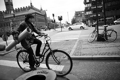 Cycle Carry (Mikael Colville-Andersen) Tags: bike bicycle copenhagen carry cyclechic velopassioncc