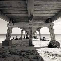 shade (Tony Kearney) Tags: 6x6 mediumformat relaxing goodfood tmax100 intheshade swa 28c picniclunch blackwhitephotos scannedfromneg autaut biogon38mm happyeastereveryone homedevelopedwithd76 spenteastersaturdaydaytrippingonthefleurieupeninsula normanvillejetty enjoyingtheeasterholidaybreak oldwoodenjetty aftervisitingthewillungamarket
