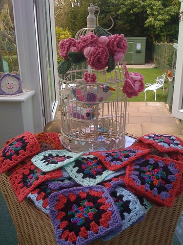 Linda from Florida sent me 44 Squares! Aren't they fantastic! Beautiful colours! Thank you so much Linda!