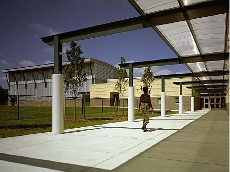 Corridor design and integration of architectural design in schools