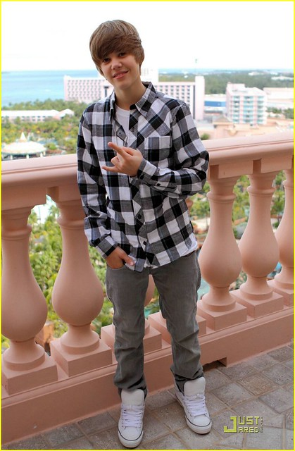 Justin Bieber at Atlantis by biebersheckler