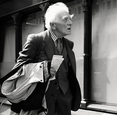 A life well travelled (Ian Brumpton) Tags: street portrait bw blackwhite noiretblanc candid londres biancoenero agranddayout londonstreetphotography ageisjustanumber lifeinslowmotion scattidistrada silvergentleman