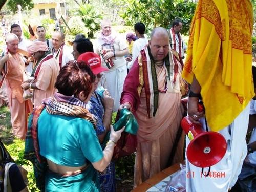 H H Jayapataka Swami in Tirupati 2006 - 0017 por ISKCON desire  tree.