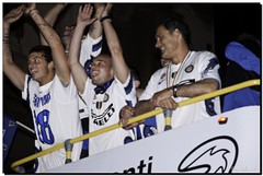 G-Inter Scudetto 18 - Milano 22 (Ròòò) Tags: milano duomo festa calcio inter fcinternazionale scudetto campioni stankovic campionato nerazzurri sneijder interisti arnautovic