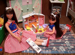 Sister's Playing (Spicyfyre Creations) Tags: pink blue red white toys ooak bunkbed 4thofjuly mattel diorama tutti reroot vintageskipper ooakskipper rerootskipper bendleg bedroomdiorama childrensdiorama ppaktutti reroottutti bendlegskipper