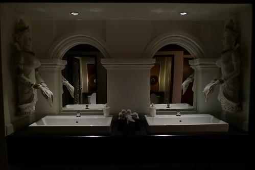 東方文華酒店法國餐廳內的男廁