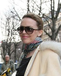 kylie-minogue-and-carrera-champion-sunglasses-gallery