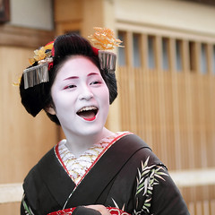 fun / day / girl / laugh / happy / smile : maiko (apprentice geisha) kyoto, japan / canon 7d  (momoyama) Tags: travel summer portrait people woman white black girl beauty smile face fashion japan canon mouth asian fun happy japanese costume interesting kyoto funny asia day culture 85mm explore maiko geiko geisha 7d laugh   kimono frontpage traditonal ef85mmf18   katsuyakko