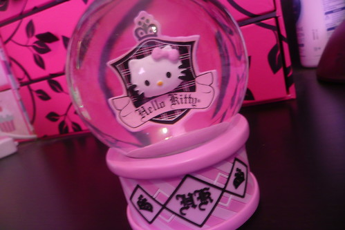 Hello Kitty Snow Globe