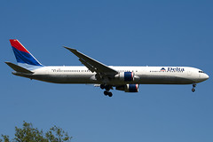 N831MH - 29702 - Delta Air Lines - Boeing 767-432ER - 100617 - Heathrow - Steven Gray - IMG_4281