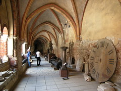 Kirkeskrammel - Church lumber (Troels Roland) Tags: church cathedral dom kirche courtyard cloister riga doms kirke domkirke rga bogengang rigas buegang baznca