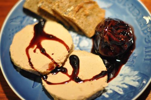 Foie gras med rødvinssyltet figen og ristet brød
