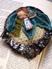 Fairy Brooch (Susana Tavares) Tags: original angel vintage beads brooch felt velvet fairy veludo layers etsy sequins laces anjo fabrics fada pregadeiras criative originais susanatavares
