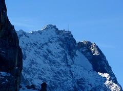 Zugspitze (Claude@Munich) Tags: mountain mountains alps germany bayern bavaria oberbayern upperbavaria x berge alpine alpen garmischpartenkirchen alpin gebirge zugspitze viewingplatform wetterstein alpspitze rundfahrt mountainsalps elevation25003000m claudemunich summitzugspitze altitude2962m aussichtsplattform wettersteingebirge ostalpen osterfelderkopf alpspitzbahn mountainsalpen easternalps wettersteinrange alpspix alpspitzmountainstation alpspitzeroundtrip mountainswetterstein