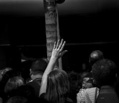 Mãos durante um ato religioso / Hands during a religious act_03 (jadc01) Tags: blackandwhite d3200 nikon nikon18140mm people pessoas streetphotography