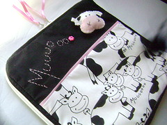 capa netbook vaquinha (Pé de Pera) Tags: case vacas tecido algodão vaquinhas portanotebook capadenotebook pédepera capadenetbook