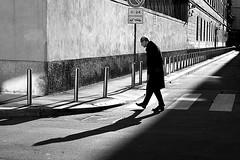 Giant Steps (Donato Buccella / sibemolle) Tags: street blackandwhite bw italy milan shadows milano streetphotography johncoltrane moscova canon400d keep12 sibemolle laprimafotodel2010ahahah fotografiastradale