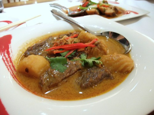 Gaeng Massaman Nuea (Mild Beef Curry Simmered Potatoes and Peanuts)