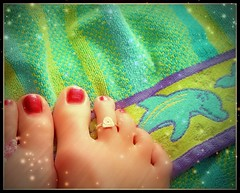 toe fuzz and sunshine (Heidi0201) Tags: feet toes horray polishedtoes daydreamingofthebeach okiknowihavebigolefredflintstonetoes irealizeditakemuchbettercareofthesedigitsinthesummer pedicurenextsaturdaywithmom