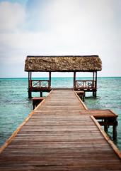 villa cojimar (Catherine_Belanger) Tags: ocean mer water canon rebel 50mm pier eau paradise alone cuba dream calm villa cuban quai reve calme xsi cojimar paisible quaie paradie lemondemerveilleuxdelaphoto