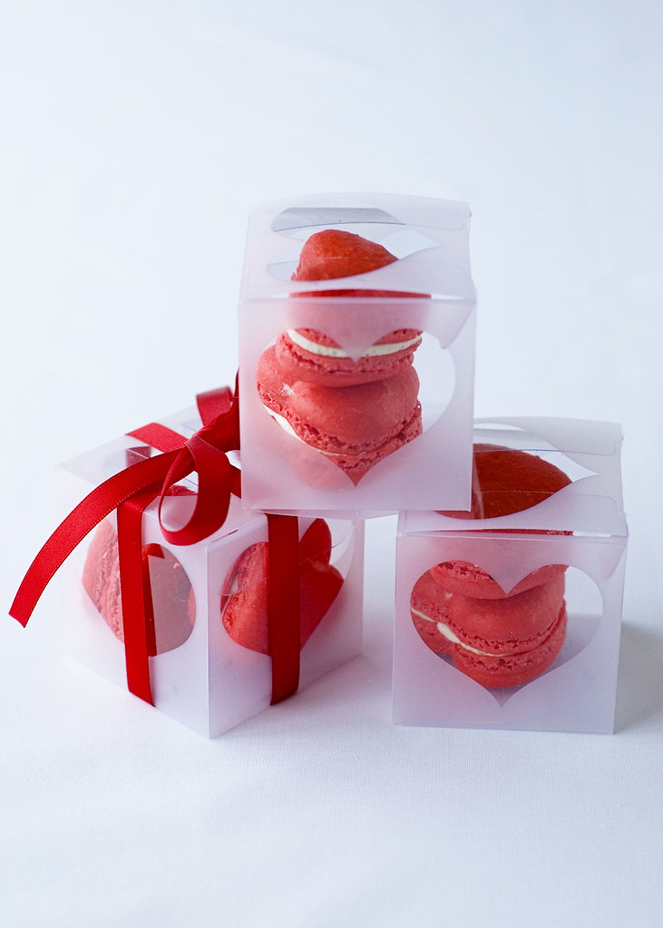 red velvet macarons - boxed