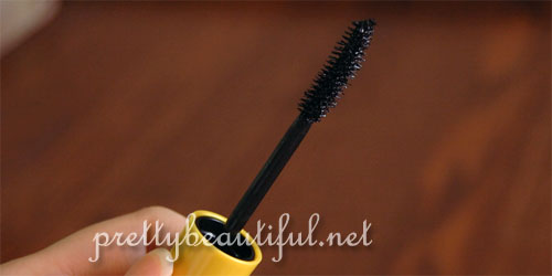 maybelline the magnum volum express waterproof mascara wand