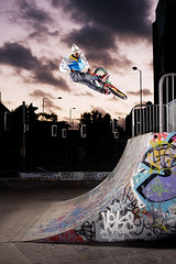 Watford to fakie (Chris Hill-Scott) Tags: bike bmx published ride air skatepark halfpipe watford akin turndown strobist herculeswalker