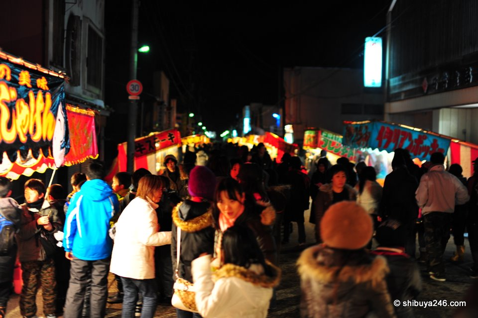 The main crowds seemed to have gathered around the outdoor food stalls. Hot dogs, yakisoba, Okonomiyaki, Monja and many other types of food were available.