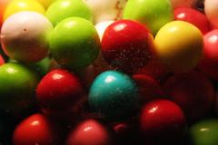 En un pas multicolor (emartinborregon) Tags: bubblegum xiclet xicle