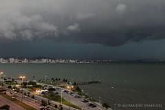 tempestade 03 (Alexandre Fraenkel) Tags: canon mar florianpolis chuva nuvem trapiche vento